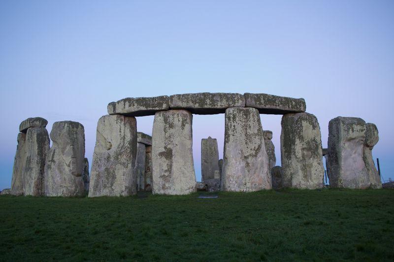 Ce site de «pierres suspendues» en Angleterre, inscrit au patrimoine mondial de l'Unesco, attire plus d'un million de visiteurs par an. Il est évalué à «seulement» 10,5 milliards d'euros. Dater et comprendre la construction de Stonehenge reste un casse-tête. Les dernières études d'archéologues assurent que le site est un lieu de sépulture depuis sa création, il y a cinq mille ans.