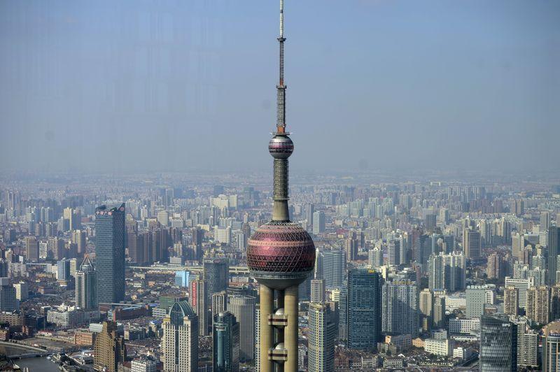 Le marché immobilier de Shangai semble suivre la tendance indienne: après 10 ans de forte hausse, les prix sont aujourd'hui à la baisse (-2,6% pour le premier semestre 2012).
