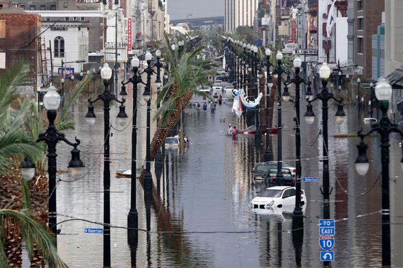ETATS-UNIS - L'ouragan Katrina du 29 août 2005 à la Nouvelle-Orléans (sud-est des Etats-Unis) est la catastrophe naturelle qui a provoqué le plus de dégâts matériels aux Etats-Unis. Elle a coûté au pays 125 milliards de dollars et fait plus de 1800 victimes. Le drame a fait l'objet d'un film en 2006 réalisé par l'Américain Spike Lee. Sept ans plus tard, une autre catastrophe a touché la région: l'ouragan Isaac, finalement rétrogradé en tempête tropicale. Deux semaines plus tard, le président George W. Bush a reconnu la responsabilité de son gouvernement.