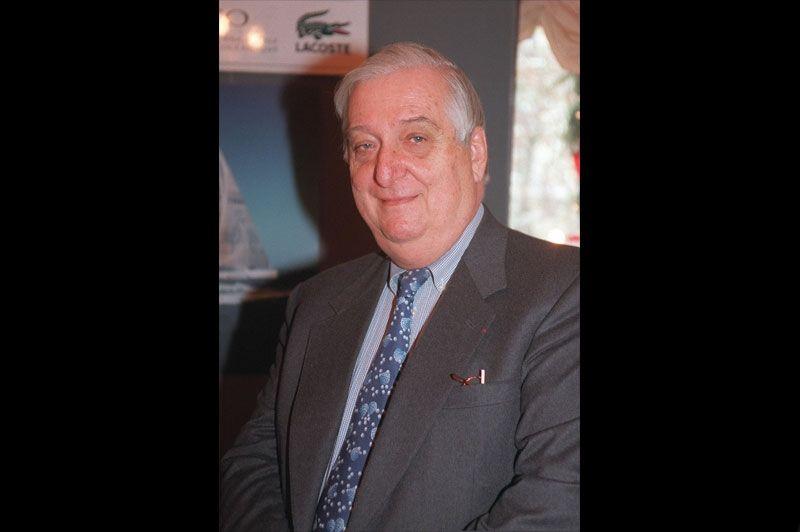 Au printemps 2006, disparaît Bernard Lacoste qui avait dirigé la griffe familiale pendant plus de quarante ans. Sous sa houlette, les ventes de polos étaient passées de 300.000 unités par an en 1963 à 50 millions en 2005.