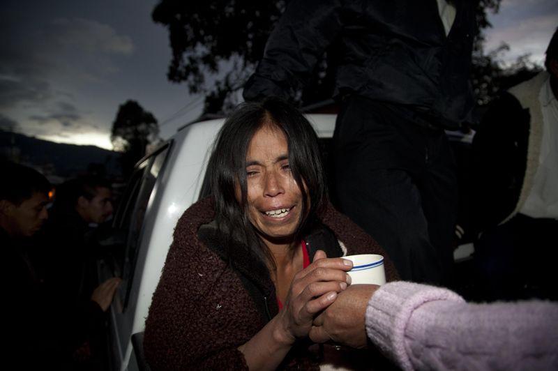 Une femme pleure la perte d'un membre de sa famille. 39 personnes sont mortes dans le département de San Marcos , 8 dans celui de Quetzaltenango et 1 dans celui de Solola.