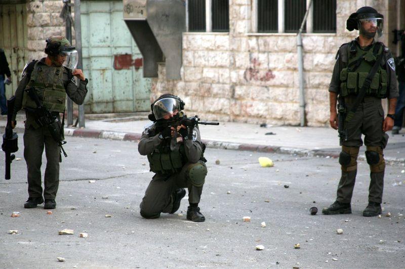En ligne de mire. L'armée israélienne a annoncé avoir touché plus de 1.350 cibles depuis le début de l'opération «Pilier de défense» à Gaza. Depuis plusieurs jours, Israël a mobilisé des dizaines de milliers de réservistes et déployé des transports de troupes blindés, des bulldozers et des chars à la frontière avec la bande de Gaza, dans la perspective d'une éventuelle opération terrestre.