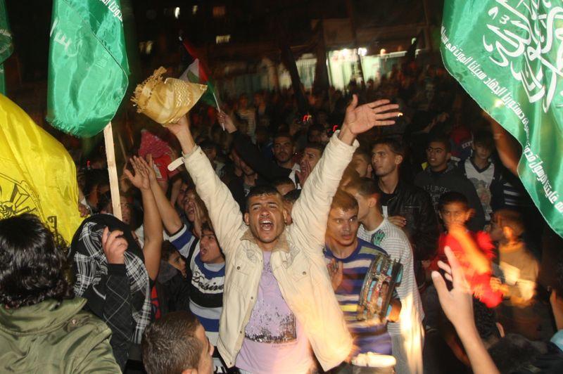 Répit. L'accord de cessez-le-feu annoncé par Israël a été accueilli par un mouvement de joie et de soulagement dans la bande de Gaza. DE nombreux Palestiniens sont descendus dans la rue après huit jours ponctués par les bombardements et les tirs de roquettes. La trêve reste malgré tout fragile, dans une région où l'instabilité semble plus que jamais chronique.