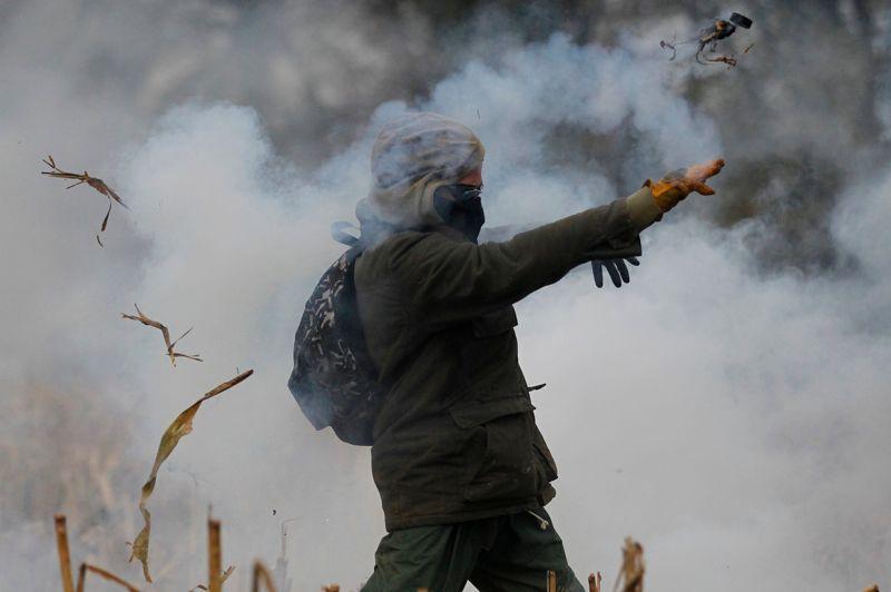 Le ministère de l'Intérieur chiffre le nombre d'opposants sur place à 500, «dont 150 activistes très agressifs».