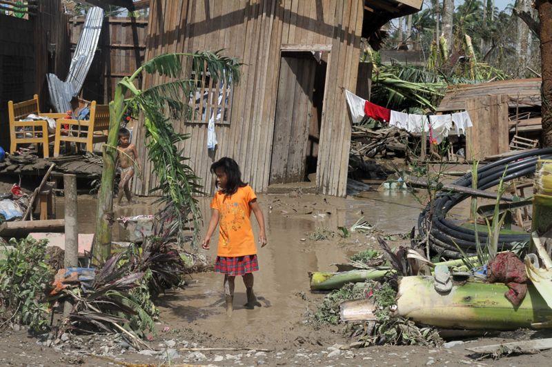 État de choc. Le bilan est terrible: au moins 239 morts et des centaines de disparus. Le sud de l'archipel des Philippines se remet difficilement du passage du typhon Bopha, le plus dévastateur de l'année. Le pays est pourtant habitué à faire face aux catastrophes naturelles. Dans la ville de New Bataan, particulièrement touchée car située dans une région difficile d'accès, les rescapés sont sous le choc.