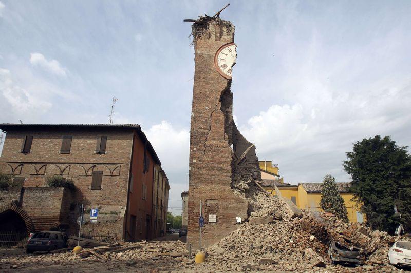 MAIItalie. À Finale Emilia, près de Modène, le 20 mai, un tremblement de terre de magnitude 6 frappe le Nord de l'Italie, à une trentaine de kilomètres au nord-ouest de Bologne. Le séisme a fait sept victimes, une cinquantaine de blessés et provoqué d'importants dégâts sur des sites historiques. Neuf jours plus tard, un nouveau séisme de magnitude 5.8 se produit à quelques dizaines de kilomètres à l'ouest de l'épicentre du premier. La nouvelle catastrophe fait vingt morts et 350 blessés.