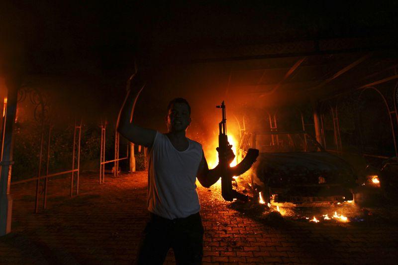 SEPTEMBRELibye. Plusieurs dizaines d'hommes armés appartenant au groupe islamiste Ansar al-Charia attaquent le 11 septembre le consulat américain de Benghazi en représailles à la vidéo d'un amateur représentant la vie de Mahomet «l'innocence des musulmans». Ces violences provoquent la mort de quatre personnes dont l'ambassadeur américain Christopher Stevens.