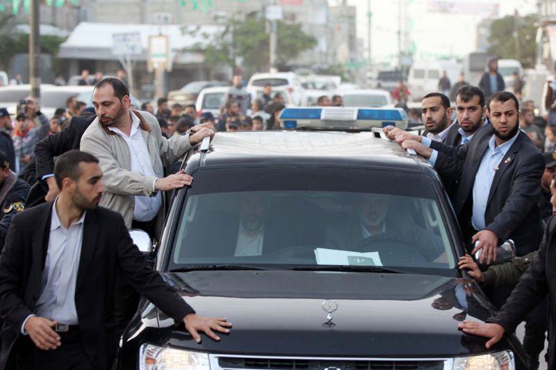 Démonstration de force. «Nous ne pouvons reconnaître de légitimité ni à l'occupation de la Palestine ni à Israël» a affirmé Khaled Mechaal, chef du Hamas, en exil depuis des décennies. Des propos proférés à l'occasion du 25ème anniversaire de la création du Hamas, qui ont fait vivement réagir Israël. Achevant lundi sa première visite dans la bande de Gaza, le dirigeant a par ailleurs appelé à l'union du peuple palestinien.