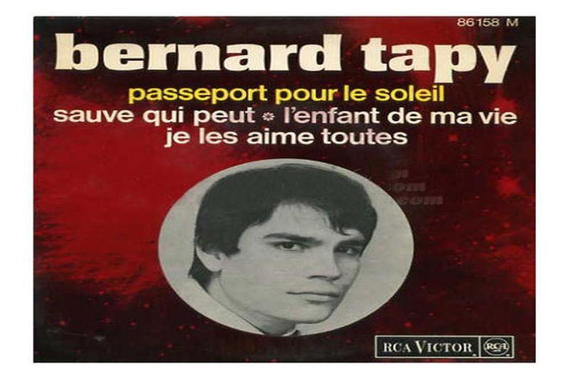 1966. Tapie, chanteur. Juste avant de se lancer dans le monde des affaires, Bernard Tapie devient Bernard Tapy - prononcer «Tapaille» - et se lance dans la chanson. Une expérience assez peu convaincante, au succès mitigé, pendant laquelle il produira un 45 tours, intitulé Passeport pour le soleil.