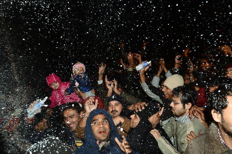 Au Pakistan aussi, les rues de la capitale Lahore étaient pleines de fêtards. Un feu d'artifice rassemblant des milliers de personnes à eu lieu à Karachi.