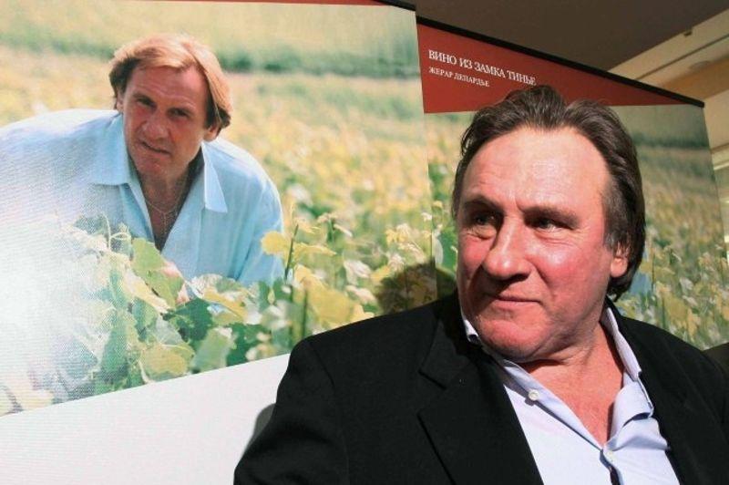 Producteur de vin passionné, l'acteur assure lui-même la promotion de ses cuvées comme ici, en octobre 2007, dans un hôtel de Moscou.