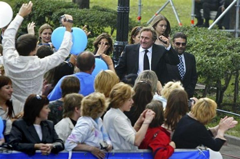 L'affection des Russes pour Gérard Depardieu ne date pas d'hier, comme en témoigne son arrivée remarquée à la cérémonie de clôture du Festival du film international de Moscou, en juillet 2006.