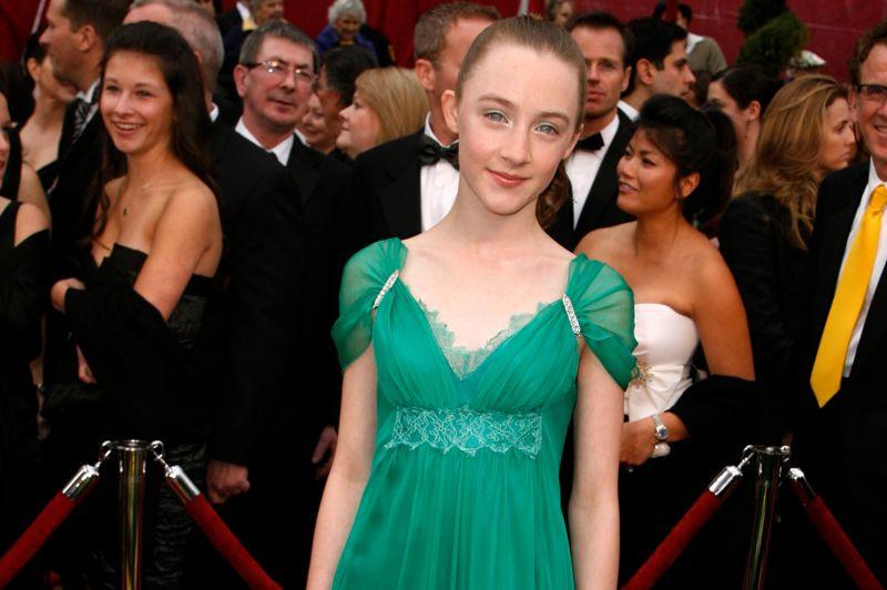 Saoirse Ronan (13 ans) est nommée en tant que meilleure actrice dans un second rôle en 2007, pour le film Reviens-moi. Un drame franco-britannique avec Keira Knightley et James McAvoy.