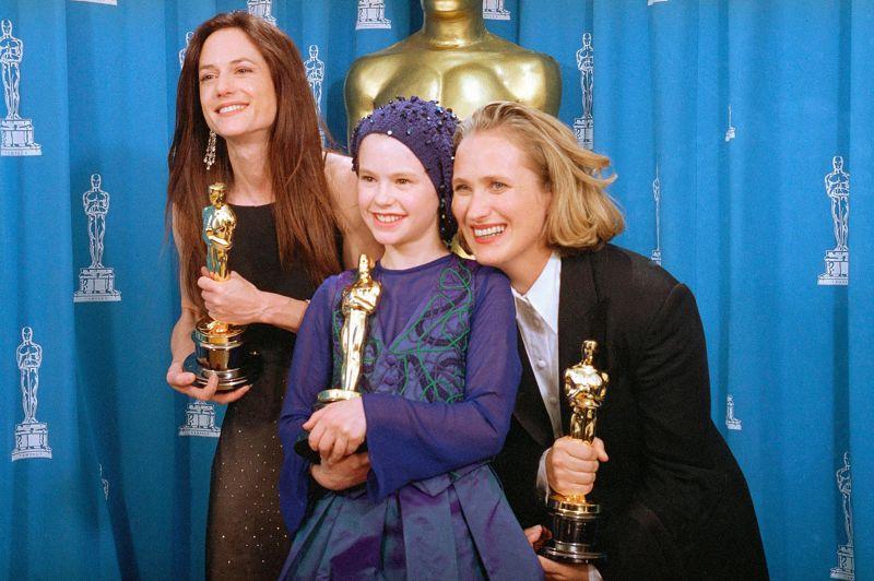 Anna Paquin (au centre) remporte l'Oscar de la meilleure actrice dans un second rôle à 11 ans, pour La Leçon de piano. Depuis cette année 1994, on l'a aperçue dans X-Men en protégée de Wolverine et depuis peu, elle incarne Sookie Stackhouse, l'héroïne de la série vampirique True Blood.