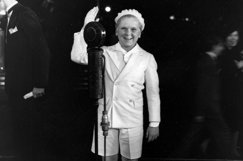Jackie Cooper a 9 ans, en 1931, quand l'Académie le nomme dans la catégorie du meilleur acteur. Son interprétation de Skippy, dans la comédie américaine éponyme lui permet de devenir le plus jeune acteur en lice pour la statuette. Il le restera pendant des décennies, avant d'être détrôné par Justin Henry, 8 ans.