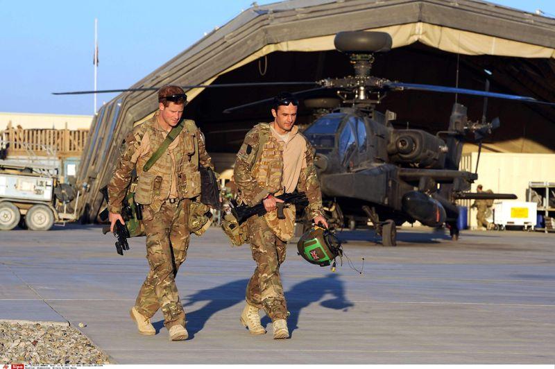 Le retour du prince. Après avoir servi l'armée de l'air britannique en Afghanistan pendant 20 semaines, le capitaine Wales, plus connu sous le nom de prince Harry, va enfin pouvoir rentrer chez lui, à Buckingham palace. Questionné sur son rôle de copilote-artilleur à bord d'hélicoptère Apache, le prince Harry a dit avoir tué des talibans dans le cadre de sa mission, en insistant sur la logique qui consiste à «prendre une vie pour en sauver une».
