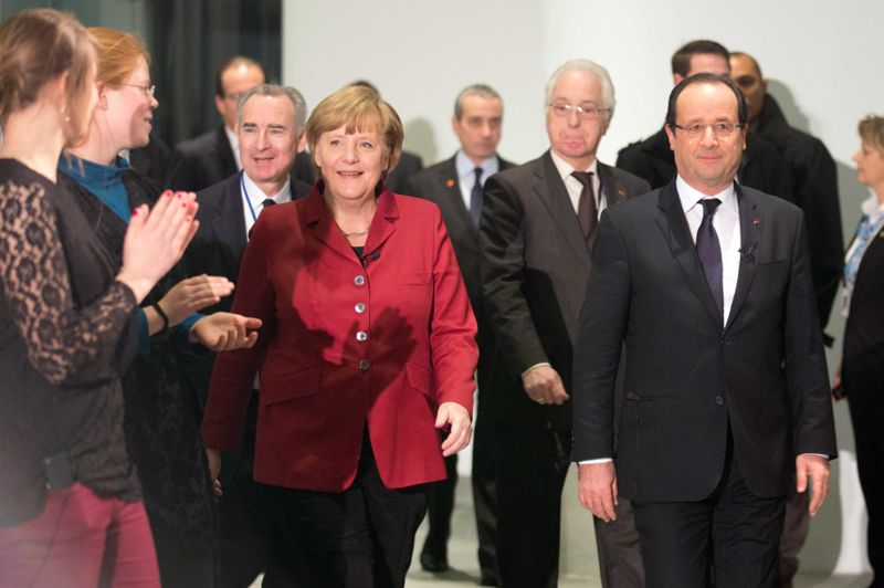 Unis. Ils fêtent leurs noces d'or! Angela Merkel et François Hollande célèbraient ce mardi à Berlin les 50 ans d'une réconciliation historique après-guerre, en s'efforçant d'oublier leurs différends sur la crise de l'euro ou le conflit au Mali. Une «amitié exceptionnelle que la France n'entretient avec aucun autre pays du monde», selon les mots du chef de l'État français. Le 22 janvier 1963, la signature du Traité de l'Elysée par le Général de Gaulle et le chancelier Konrad Adenauer avait eu pour grand bénéfice de mettre en place des consultations permanentes qui ont fait des deux pays les principaux piliers de la construction européenne.