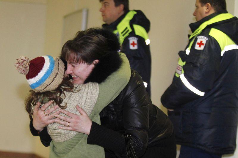 Tournant? Des Russes habitant en Syrie, essentiellement des femmes et des enfants, ont été rapatriés en avion mercredi à Moscou depuis Beyrouth. Les autorités ont toutefois souligné qu'il ne s'agissait en aucun cas du début d'une évacuation massive des milliers de ressortissants russes qui résident en Syrie. Sur le terrain, Homs est toujours pilonnée par l'armée régulière et de violents combats ont repris entre les forces du régime et les rebelles. Le conflit aurait déjà fait plus de 60 000 morts depuis le début du soulèvement en mars 2011.