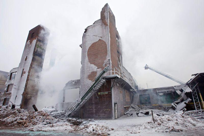 Malgré l'implication de plus de 200 pompiers, le hangar -heureusement vide au moment du sinistre -a subi des dégats importants.