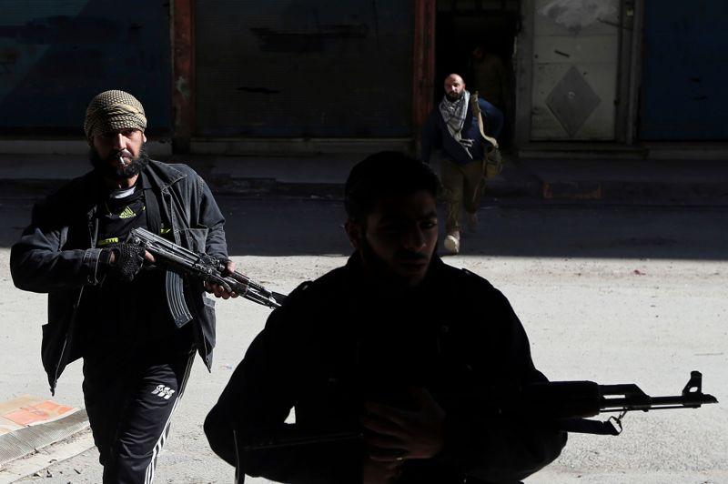 Les membres de l'unité Fateh-al-Sham se rapprochent ainsi des positions tenues par l'armée syrienne à Harasta.