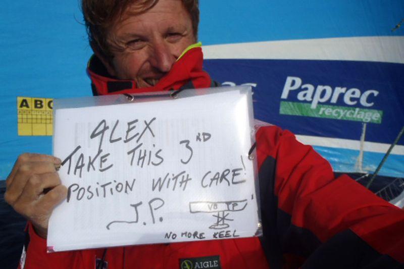 Jean-Pierre Dick, qui a perdu sa quille, laisse filer le podium au profit d'Alex Thomson (Hugo Boss).