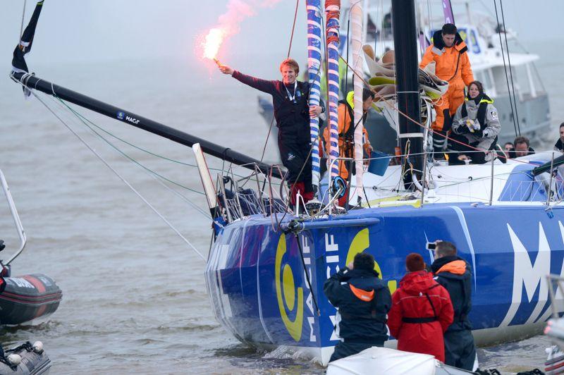 Héros. François Gabart est entré dans l'histoire ce dimanche aux Sables d'Olonne. Le skipper de Macif a bouclé son tour du monde en solitaire, sans escale et sans assistance. Agé de 29 ans, le français devient ainsi le plus jeune vainqueur d'une épreuve qu'il disputait pour la première fois. L'ingénieur blond aux yeux bleus, aura réussi son tour du monde de quelque 24.000 milles (44.450 km) en 78 jours, 2 heures et 16 minutes, pulvérisant le record du Vendée Globe établi par Desjoyeaux en 2009: 84 jours, 3 heures et 9 minutes.
