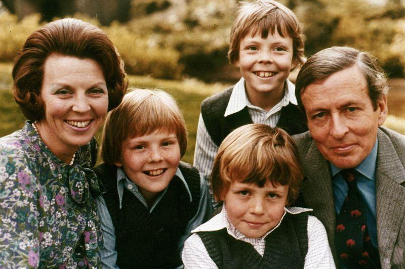 Le couple princier aura peu de temps après deux autres fils, les princes Johan Friso (1968) et Constantin (1969).