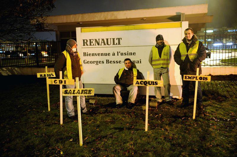 Des débrayages ont debutés mardi matin à l'usine Renault de Douai (Nord), à l'appel des syndicats Force Ouvrière, CGT et Sud, pour protester contre l'accord de compétitivité négocié par le constructeur automobile.