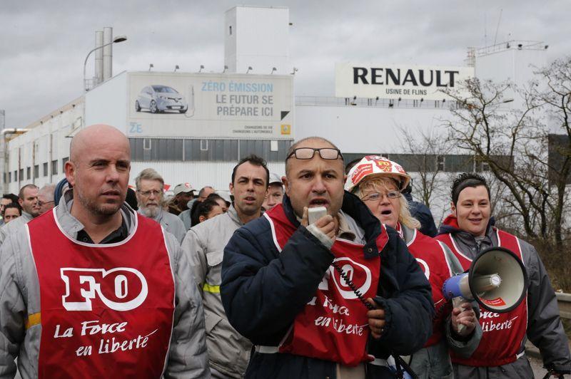 L'intersyndicale CGT-FO-CFDT (ici à Flins) a appelé les salariés de Renault à débrayer entre 9H30 et 11H30 et entre 16H et 18H, tandis que se tient un nouveau round de négociations portant sur l'accord de compétitivité.