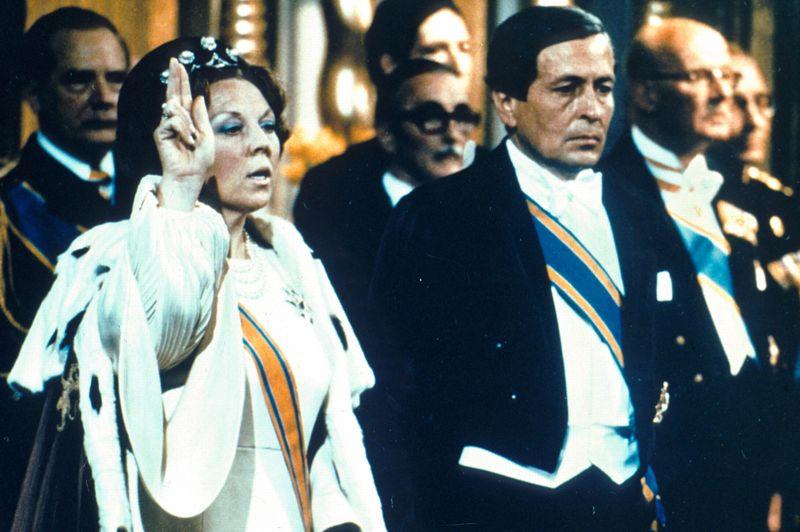 Le Reine Beatrix monte sur le trône des Pays-Bas le 30 avril 1980 à l'age de 42 ans.