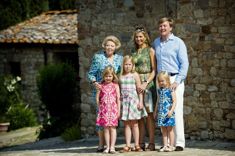 Futur roi des Pays-Bas, le prince Willem-Alexander épouse en 2002 l'Argentine Maxima Zorreguieta. Trois enfants naissent de cette union: la princesse héritière Catharina-Amalia (née le 7 décembre 2003), Alexia (née le 26 juin 2005) et Ariane (10 avril 2007).