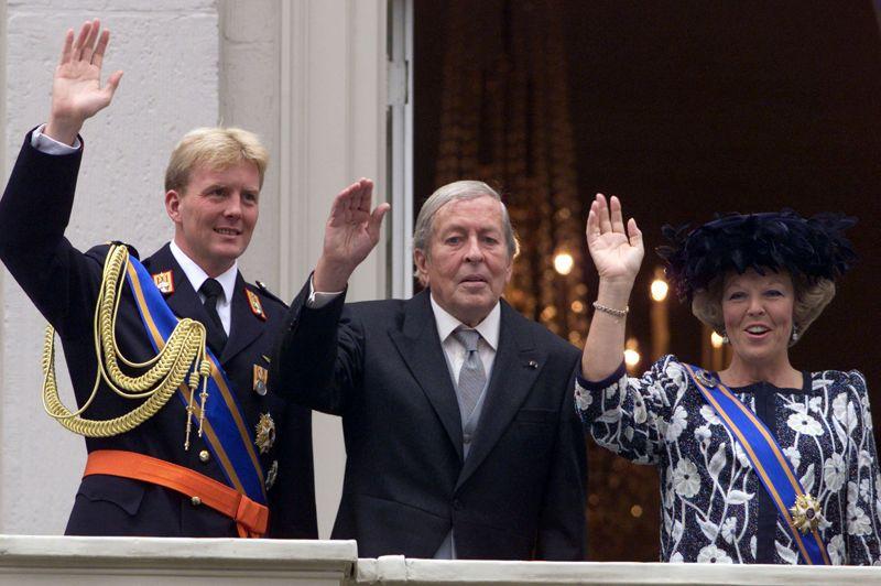 Quelques mois après avoir été grand-père pour la première fois, le prince Claus von Amsberg , époux de la reine Beatrix, décède le 7 octobre 2002 à l'age de 76 ans.