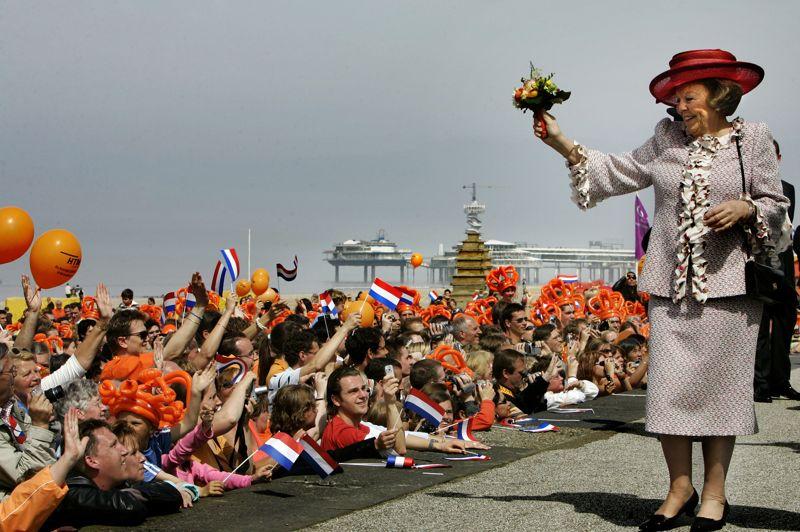 La Fête de la Reine, qui fait office de fête nationale aux Pays-Bas et célèbre l'intronisation de Beatrix le 30 avril 1980, deviendra la Fête du Roi à partir de 2014 et sera désormais célébrée le 27 avril, jour de l'anniversaire du futur monarque Willem-Alexander, a annoncé la Maison royale dans un communiqué.