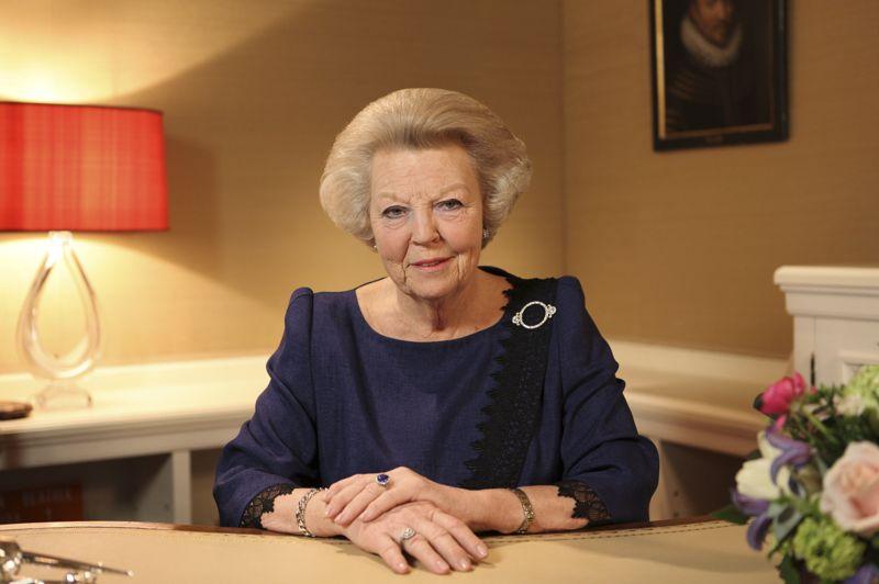La reine Beatrix, 75 ans, a annoncé son abdication lundi à la télévision néerlandaise après 33 ans de règne. L'annonce de la reine était «totalement inattendue», a assuré à la télévision publique néerlandaise la spécialiste de la famille royale Reinildis van Ditzhuyzen: «une abdication demande beaucoup de préparations», a-t-elle souligné.