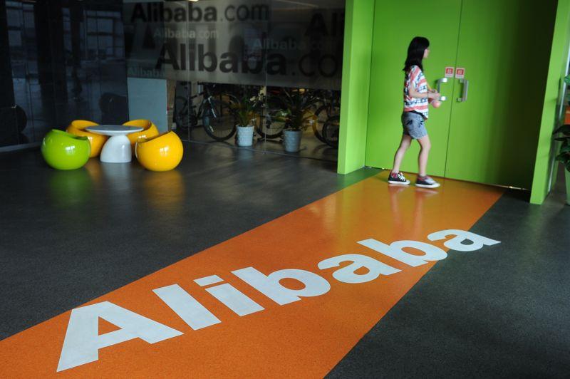 Le site Alibaba est un site web de commerce électronique chinois, fondé en 1999. En 2012, le site a généré 4,1 milliards d'euros, soit 132 euros par seconde. Il rassemble les exportateurs et les importateurs de plus de 240 pays différents. En tout, 65 millions d'utilisateurs sont enregistrés sur leur site, ce qui leur a permis d'être le plus important site de vente en ligne à destination des entreprises au monde, en 2011.