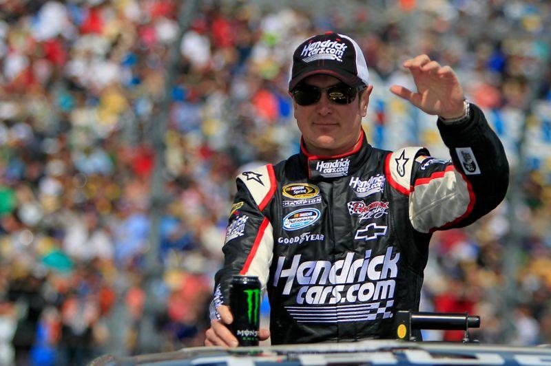 Kurt Bush, le pilote de NASCAR, se place en huitième position . Bush est parvenu à se faire congédier de son équipe après avoir fait un doigt d'honneur à ses mécaniciens.