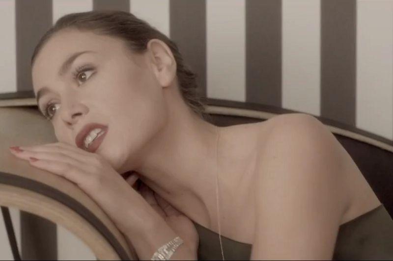 VIDÉO-CLIP: My Lomo & Me (Je photographie des gens heureux) d'Olivia Ruiz - La piquante chanteuse arrive à intégrer un grain de folie dans chacune de ses productions, clips compris.» Retrouvez sa prestation au Live