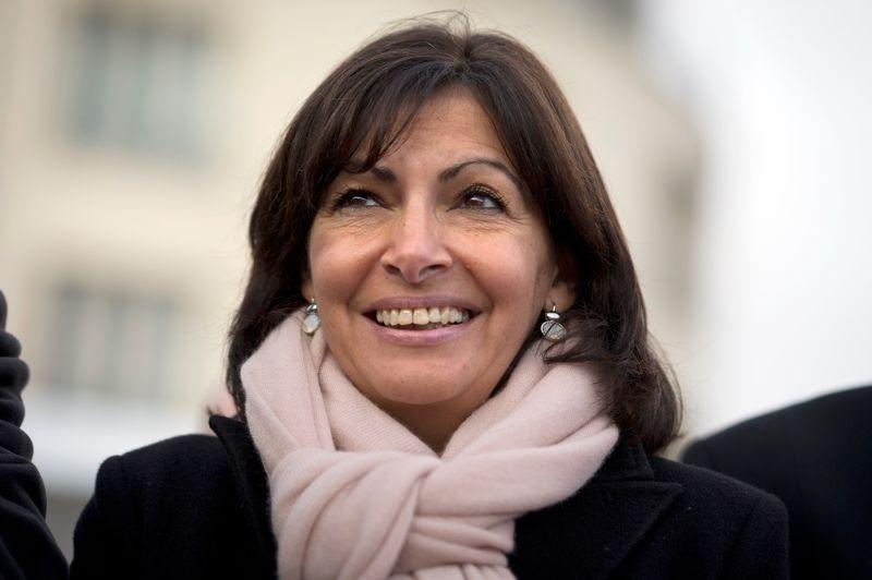 Anne Hidalgo (PS)L'adjointe à l'actuel maire de Paris, Bertrand Delanoë, est la première à être entrée dans la course aux municipales, en septembre. Pour sa campagne, elle a lancé l'association «Oser Paris». Objectif: aller «à la rencontre des Parisiens» afin d'«élaborer un projet avec eux». Présentée officieusement comme la dauphine de Bertrand Delanoë, qui ne briguera pas de troisième mandat en mars 2014, elle est aussi la favorite des sondages. Le 20 janvier, une enquête Ifop pour le JDD  la donnait gagnante au second tour, avec 56% des voix, face à une liste UMP conduite par François Fillon ou Nathalie Kosciusko-Morizet.