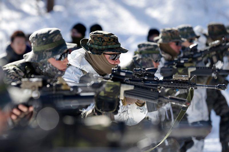 Plus de 400 soldats au total participent à ces exercices sur les étendues glacées de la ville qui accueillera les Jeux olympiques d'hiver en 2018.