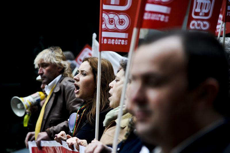 Le mouvement était destiné notamment à protester contre les hausses d'impôts sans précédent décrétées cette année par le gouvernement tandis que depuis l'année dernière salaires et retraites ont été nettement réduits.