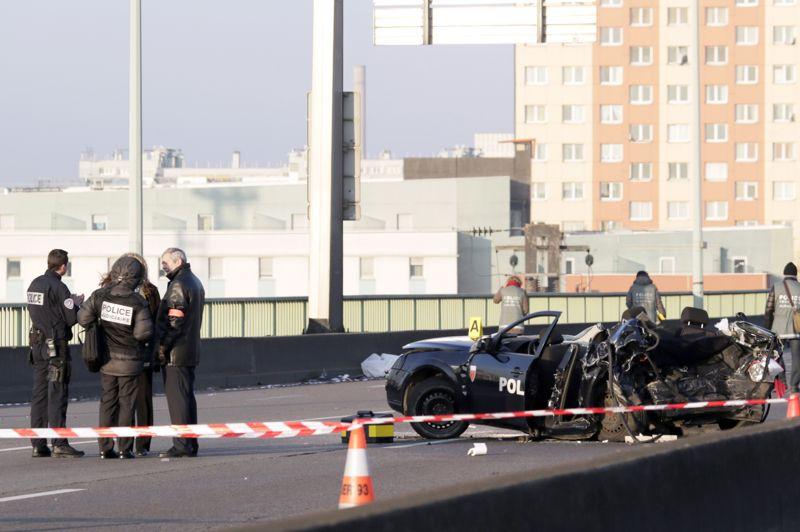 Morts en opération. Deux policiers parisiens ont été tués jeudi matin quand leur véhicule a été très violemment percuté sur le périphérique par un 4x4 noir qui avait été pris en chasse et dont le conducteur était ivre et sans permis. Le pronostic vital d'un troisième policier de la BAC de nuit, le brigadier-chef Frédéric Kremer, âgé de 54 ans, est engagé, selon une source proche de l'enquête.
