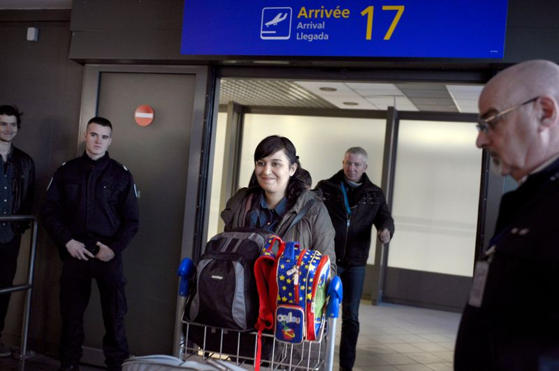Le retour. Pour Sevil, c'est la fin d'un long calvaire. L'avion de l'étudiante, partie en Turquie dans le cadre d'une année Erasmus, s'est posé mercredi après-midi, sur l'aéroport de Lyon Saint-Exupéry, où une centaine de personnes étaient venues l'accueillir. Vendredi dernier, la jeune femme avait été condamnée en Turquie à 5 ans de prison pour «propagande» en faveur d'une organisation «terroriste. Ayant fait appel, elle a pu verser une caution d'environ 4000 euros pour pouvoir retourner en France.