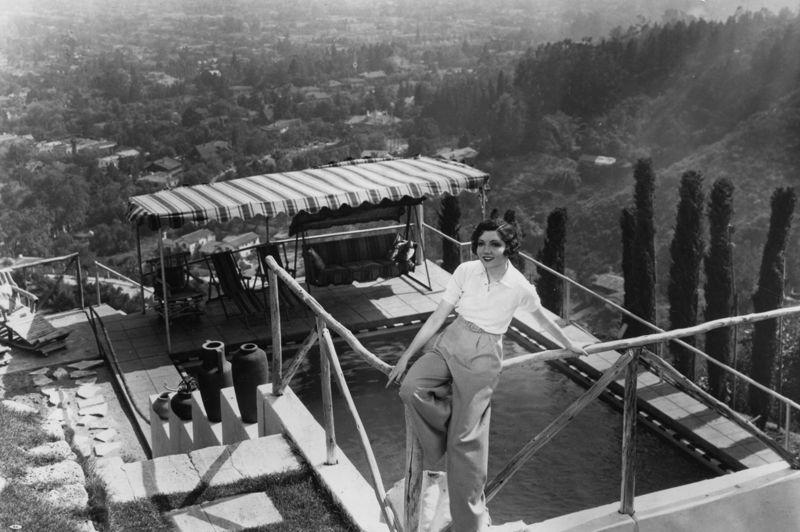 Ayant immigré aux États-Unis à l'âge de trois ans, Claudette Colbert devient la star la mieux payée des années 30 et 40 et décroche l'Oscar de la meilleure actrice pour  New York Miami de Capra en 1935. Deux autres nominations suivront.