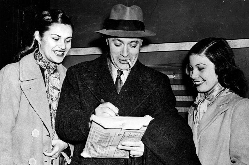 Autre symbole du charme français outre-Atlantique, Charles Boyer , héros de Mayerling avec Danielle Darrieux, y fait l'essentiel de sa carrière et est naturalisé Américain. Il reçoit quatre nominations aux Oscars entre 1938 et 1962, notamment pour Casbah, remake américain de Pépé le Moko.