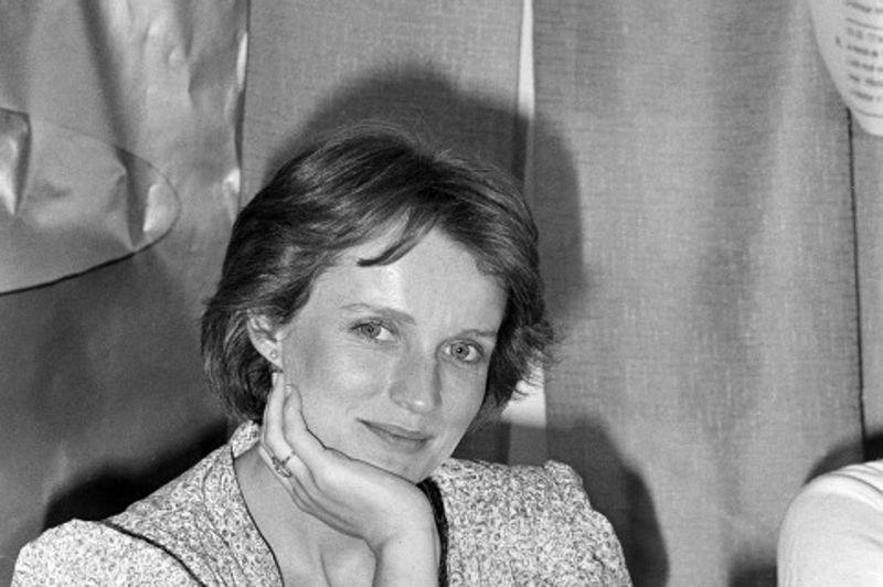 Le rôle de Marthe, une femme mariée qui s'éprend de son cousin par alliance, dans Cousin, Cousine de Jean-Charles Tacchella, vaut à Marie-Christine Barrault une sélection dans la catégorie de la meilleure actrice en 1977.