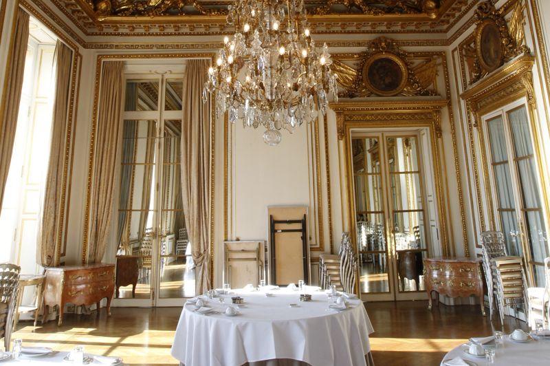 Le crillon vend ses meubles for Salon de marie