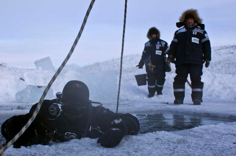 Des chercheurs russes ont affirmé avoir établi un record en plongeant dans le lac Labynkyr. Une plongée, d'environ 23 minutes, s'est déroulée par des températures extérieures d'environ -45°C, alors que celle de l'eau dans les profondeurs du lac était de 2°C.