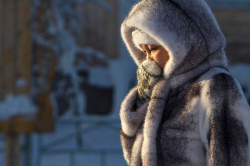 Les habitants ne prennent aucun risque et les enfants ne peuvent plus sortir en dessous de -35°C ; toutefois, le froid neutralise aussi les bactéries, ce qui les empêche de tomber malades.