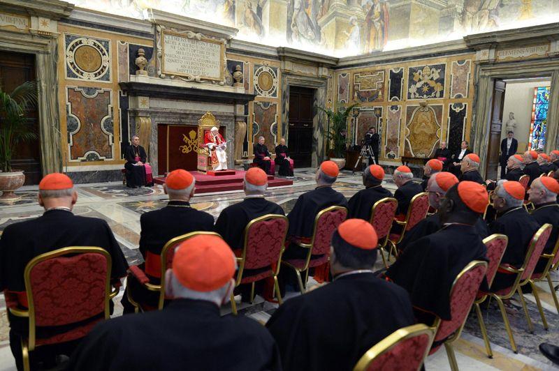 Jour J. Après avoir rencontré une ultime fois les fidèles mercredi, le pape a promis au dernier jour de son pontificat ce jeudi, «révérence et obéissance inconditionnelles» à son successeur. Devant les cardinaux réunis au Vatican pour une audience d'adieux, il a invité le collège cardinalice à être «docile» à l'action de l'Esprit saint lors du conclave. À 20 heures ce jeudi, sa renonciation sera définitive et effective.