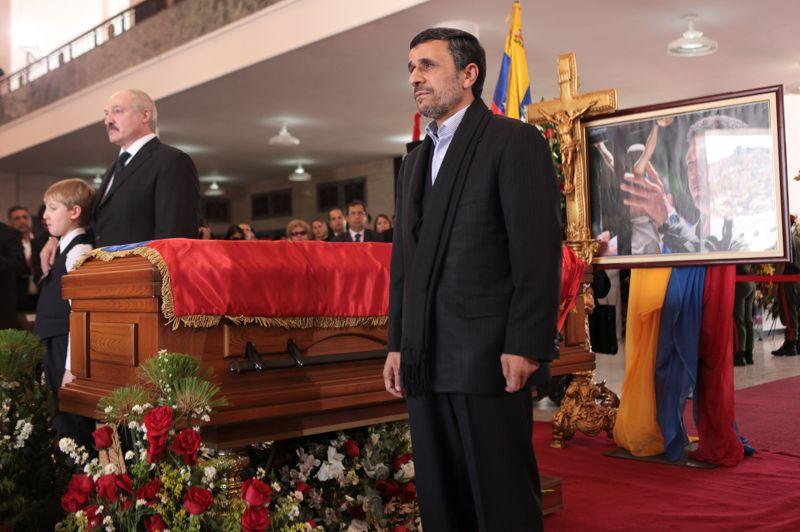 Une image restera dans les mémoires: celle des présidents controversés iranien Mahmoud Ahmadinejad (à